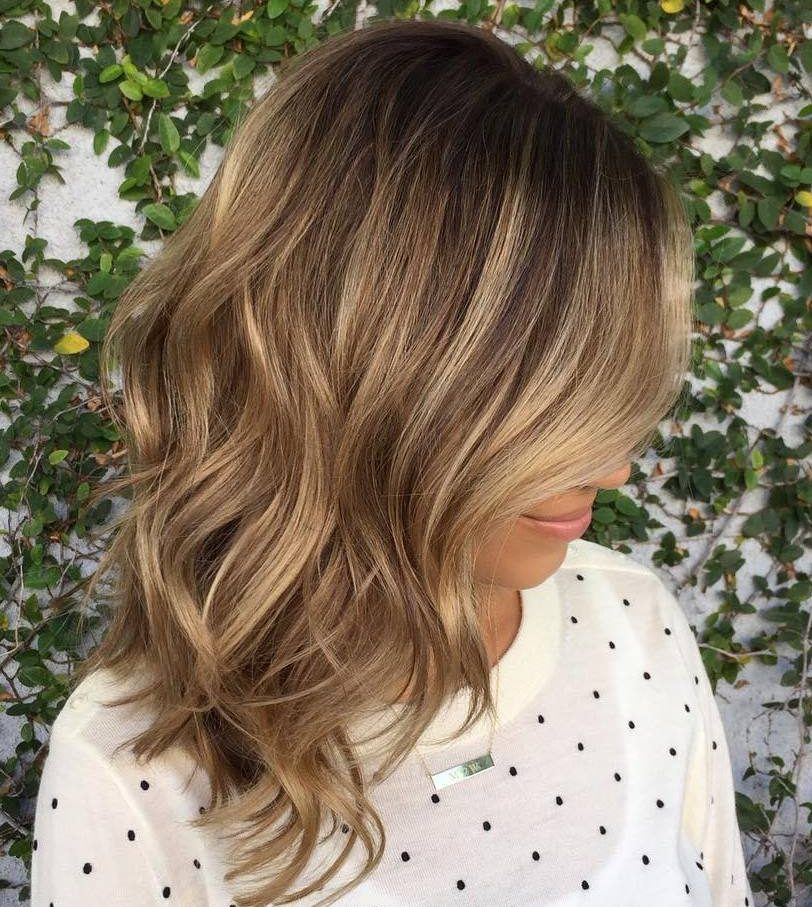 balayage californien sur brune balayage blond ou caramel pour vos cheveux chtains balayage. Black Bedroom Furniture Sets. Home Design Ideas