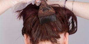 Appliquer du henné sur les cheveux