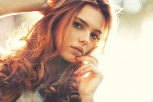 Cheveux roux auburn henné