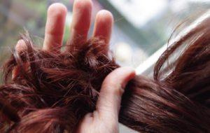 henne sur cheveux brun