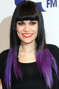 La star Jessie J avec les cheveux violets