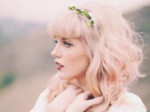 Cheveux rose blanc