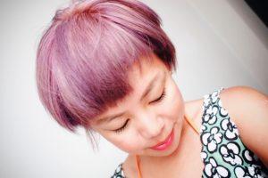 Cheveux rose pastel