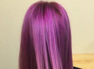 Rose violine cheveux