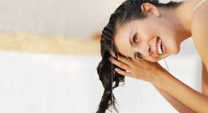Se rincer les cheveux après un masque