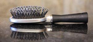 Brosse à cheveux sale