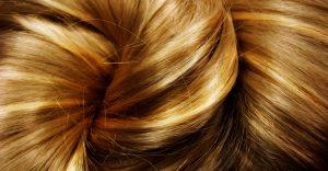 Cheveux balayage miel