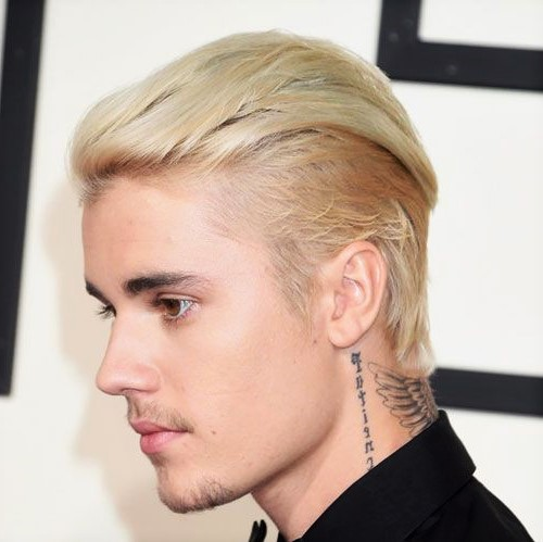 Coupe courte blond platine homme