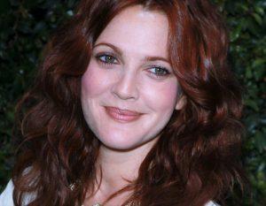 Cheveux bordeaux Drew Barrymore