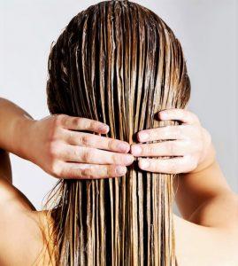 comment enlever huile cheveux