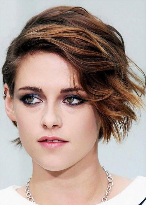 Balayage cheveux courts asymétrique Kristen Stewart