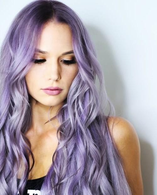 Cheveux violet cendré