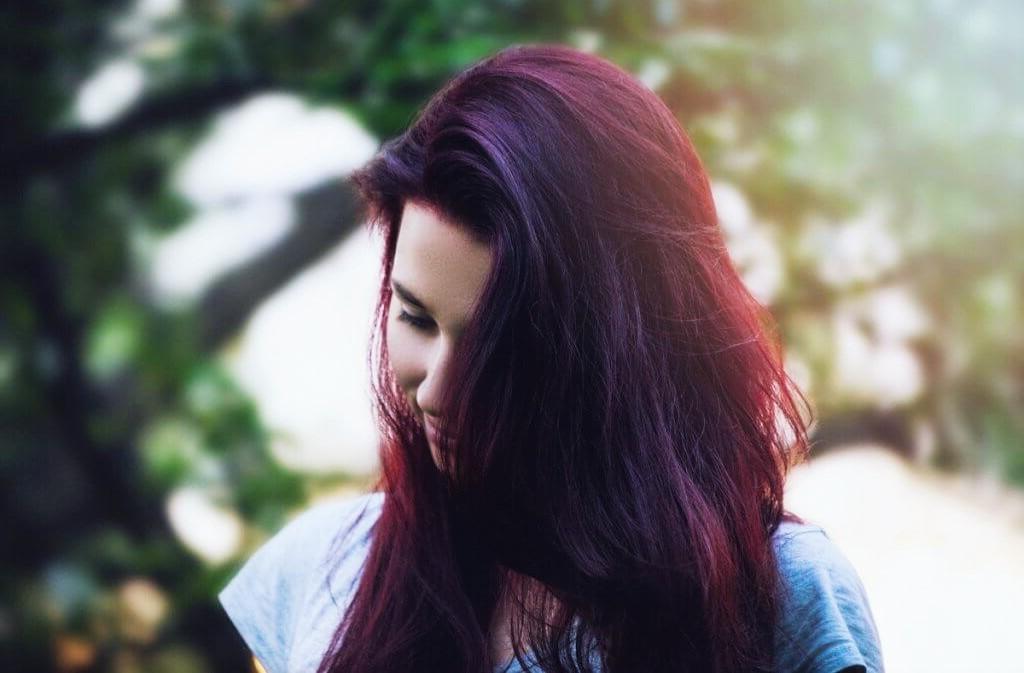 violet prune cheveux